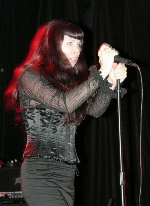 Cassandra, avant les coups de cravache au public